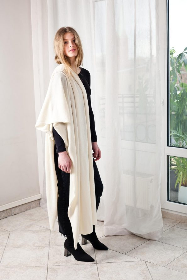 100% cashmere off-white scarf travel wrap