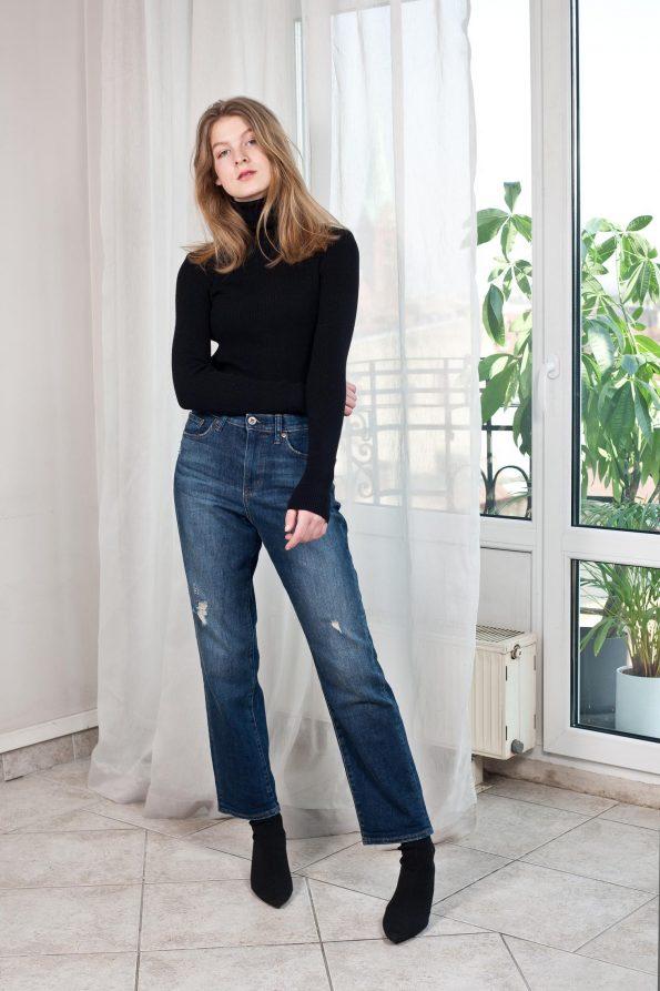 Long sleeve sweater in black