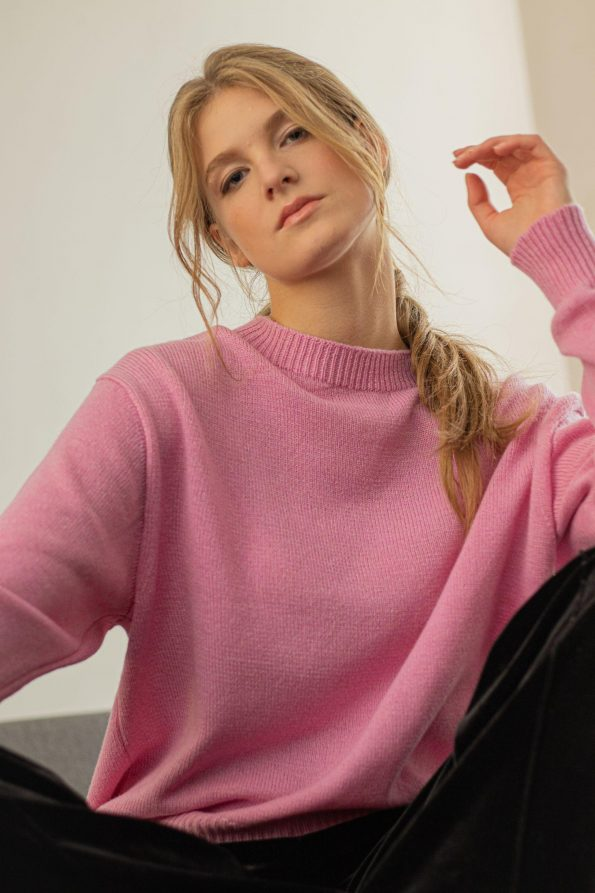 Loose fit oversized crew neck sweater jumper womens FRIDA PINK